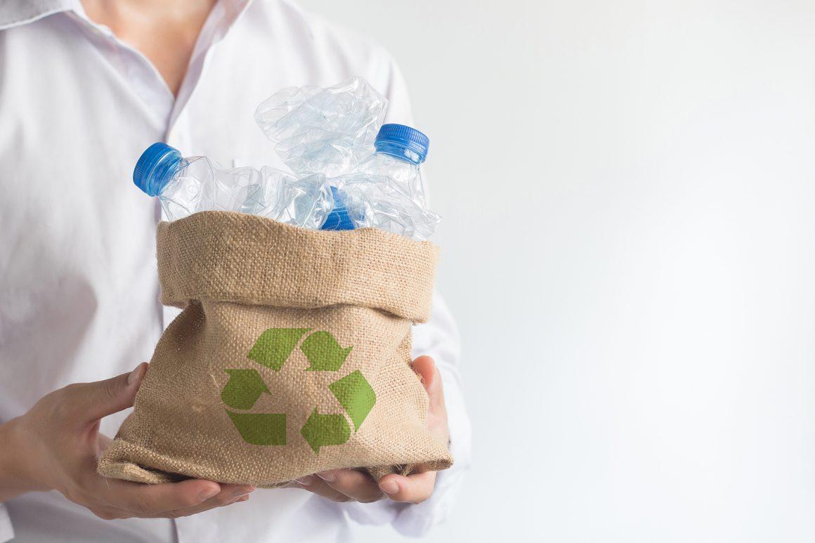 ¿Por qué es importante clasificar los plásticos antes de reciclarlos?