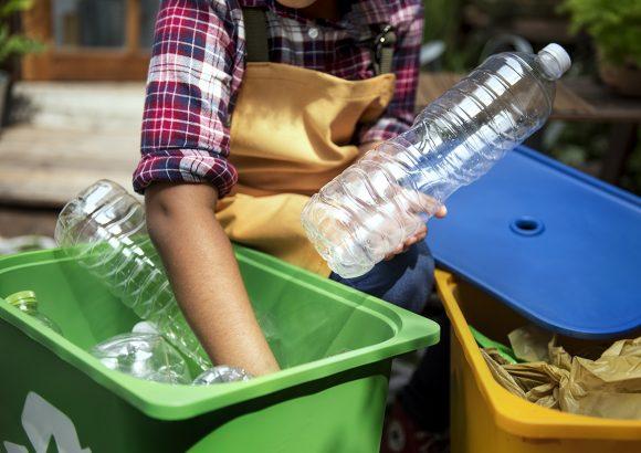 El proceso productivo del reciclaje de plástico